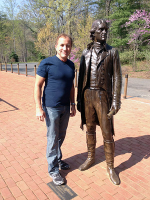 Michael Shermer next to Thomas Jefferson statue
