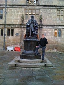 The author in front of Darwin's school