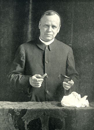 "Father C. M. de Heredia shows two séance props—a false finger and a comb with hollow handle—from which ""ectoplasm"" could be ""materialized."""